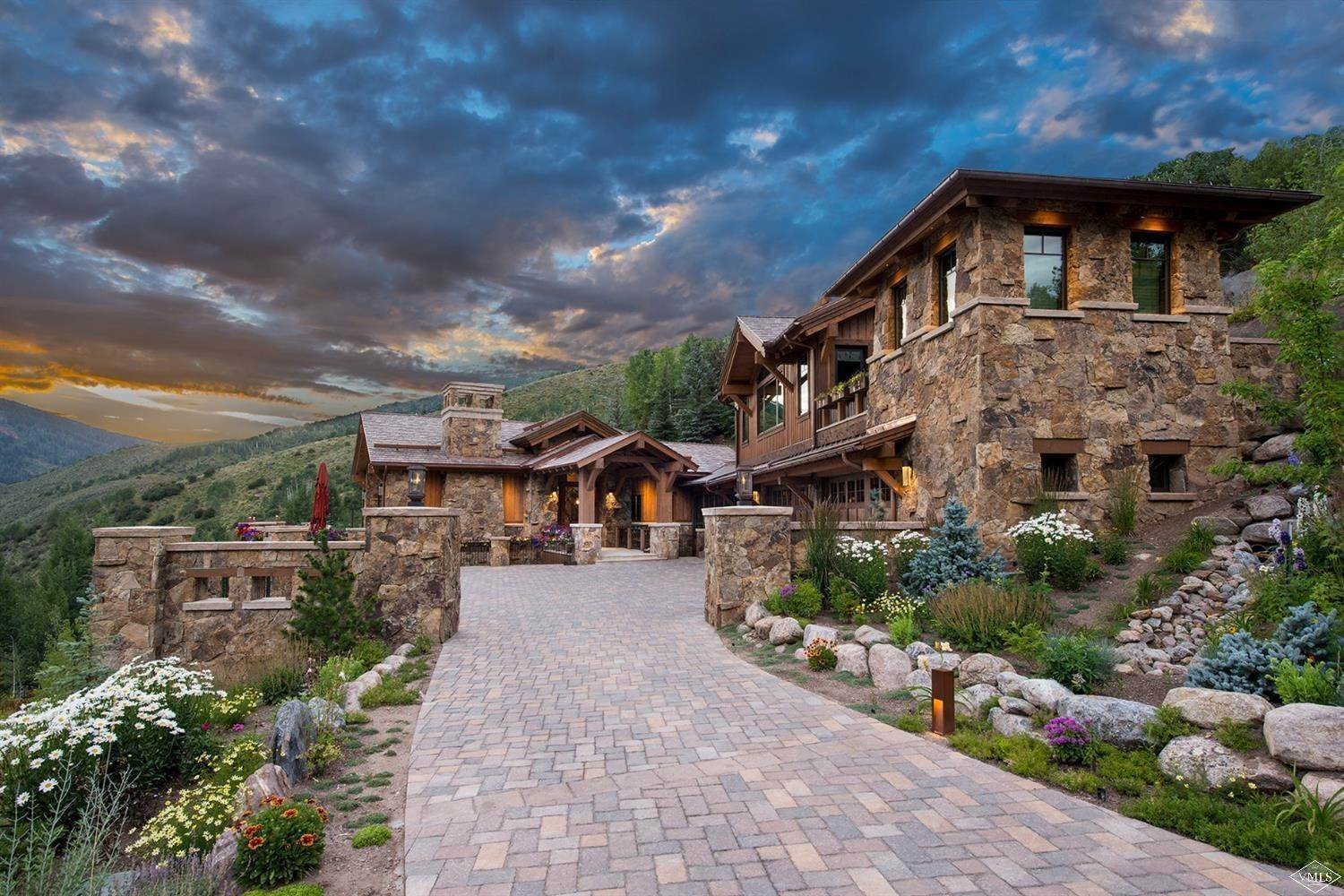 19. Single Family Homes for Active at 1000 Spraddle Creek Road Vail, Colorado 81657 United States