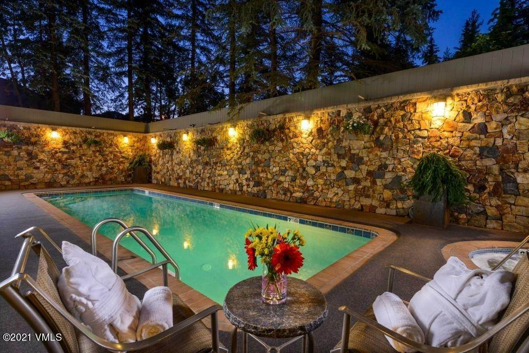 3. Condominiums for Active at 292 Meadow Drive Vail, Colorado 81657 United States
