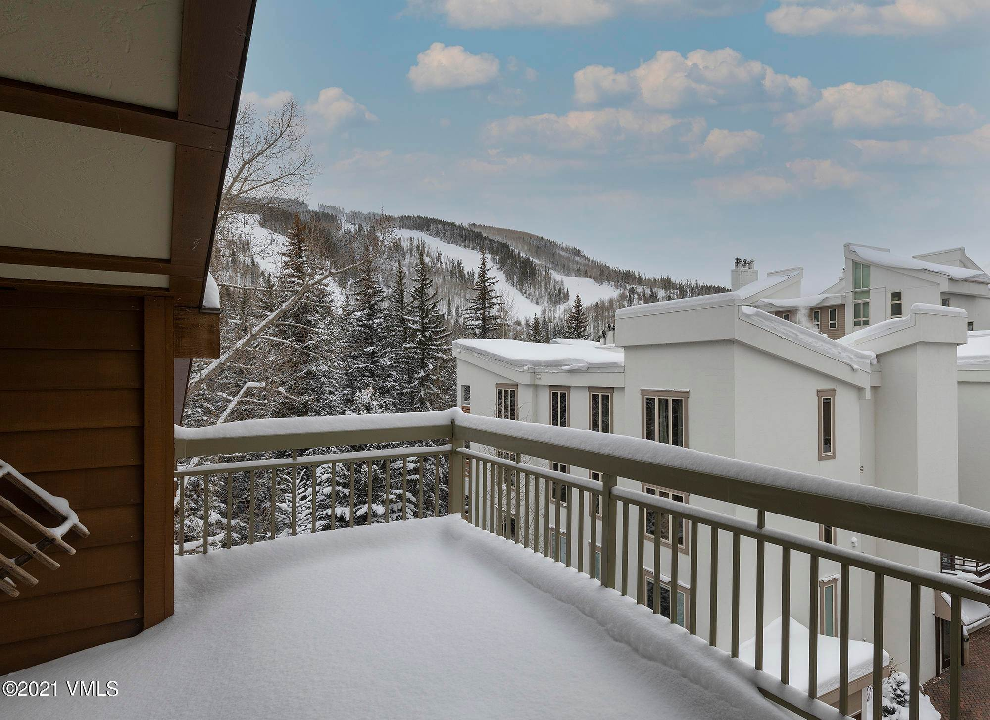 4. Condominiums for Active at 390 Lionshead Circle Vail, Colorado 81657 United States