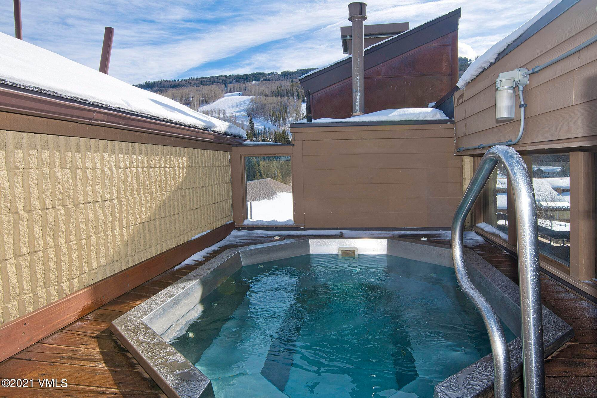 19. Condominiums for Active at 521 Lionshead Circle Vail, Colorado 81657 United States