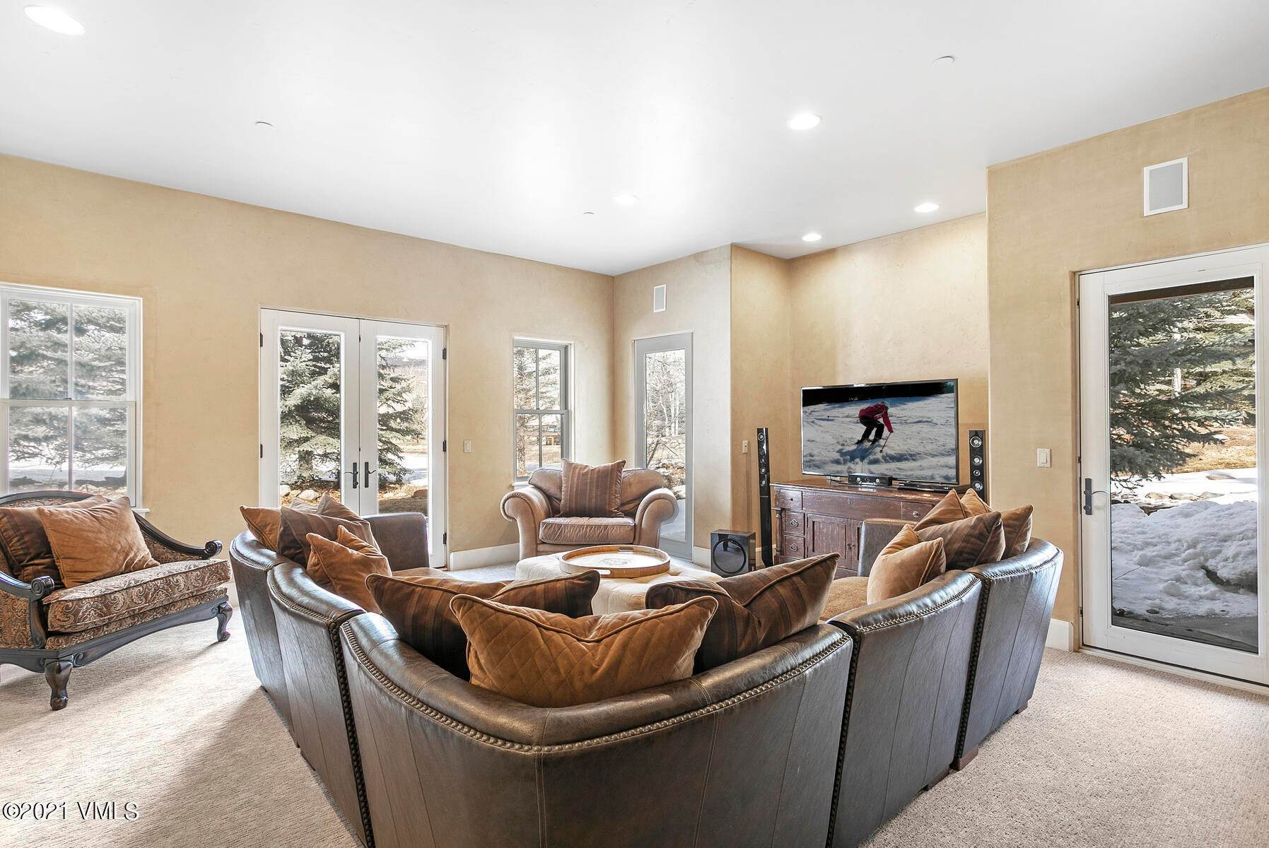 20. Single Family Homes for Active at 517 Kensington Drive Edwards, Colorado 81632 United States