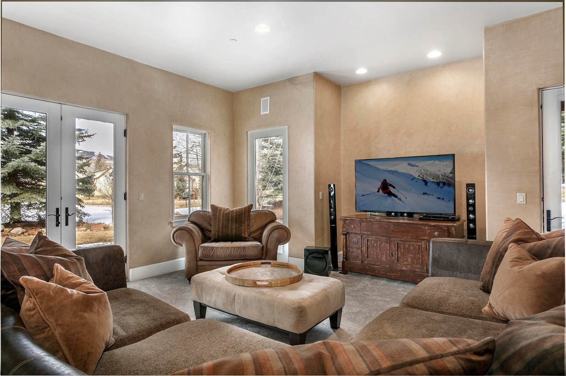 19. Single Family Homes for Active at 517 Kensington Drive Edwards, Colorado 81632 United States