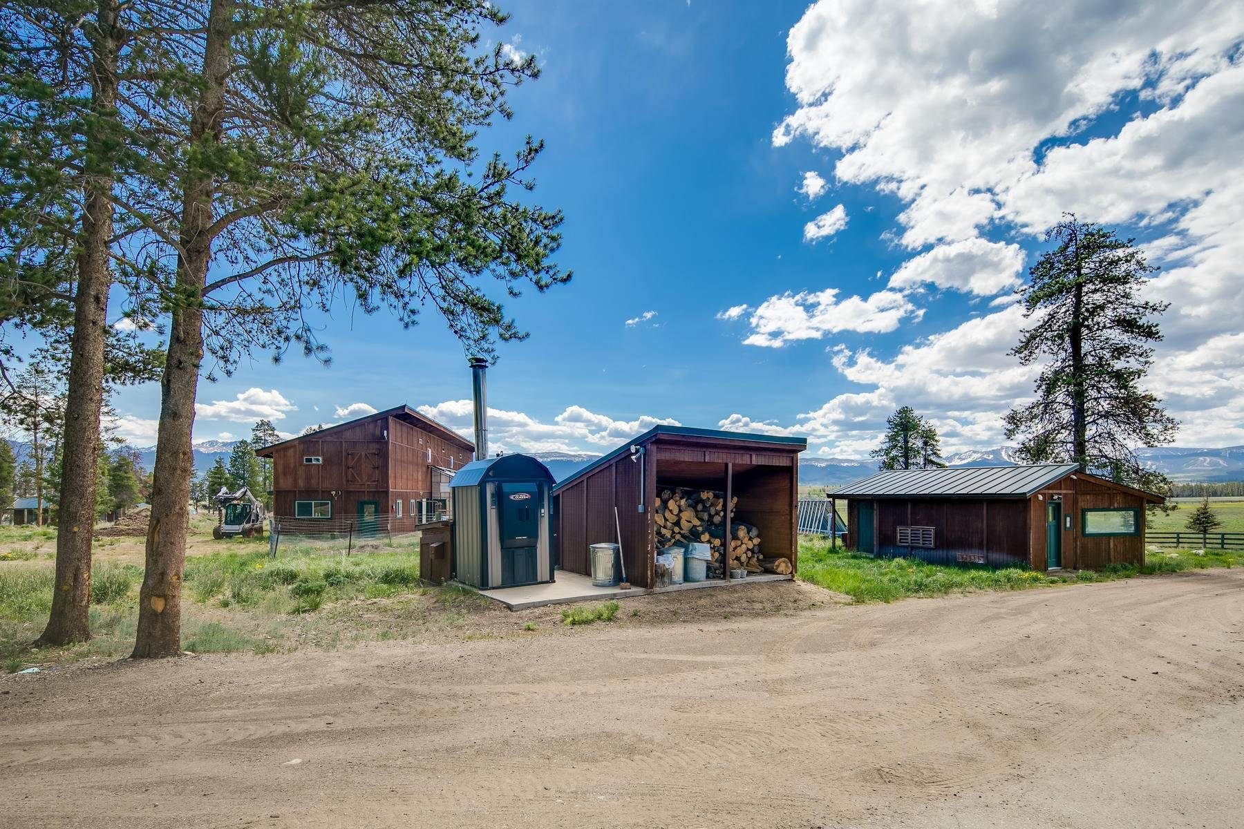 33. Single Family Homes for Active at An Extremely Rare Opportunity In Grand County 3444 County Road 5 Fraser, Colorado 80442 United States