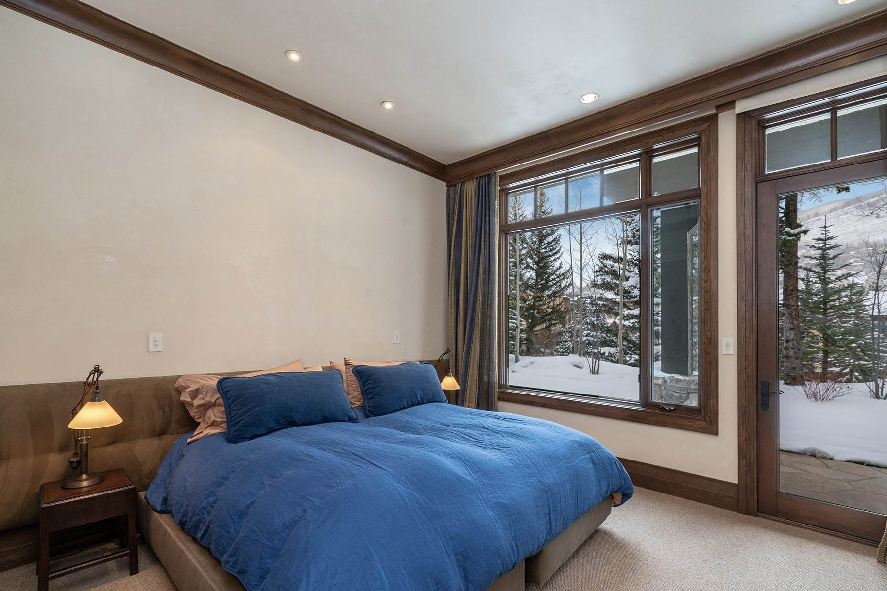 31. Single Family Homes for Active at Coveted Ski-In/Ski-Out in Vail 615 Forest Place Vail, Colorado 81657 United States