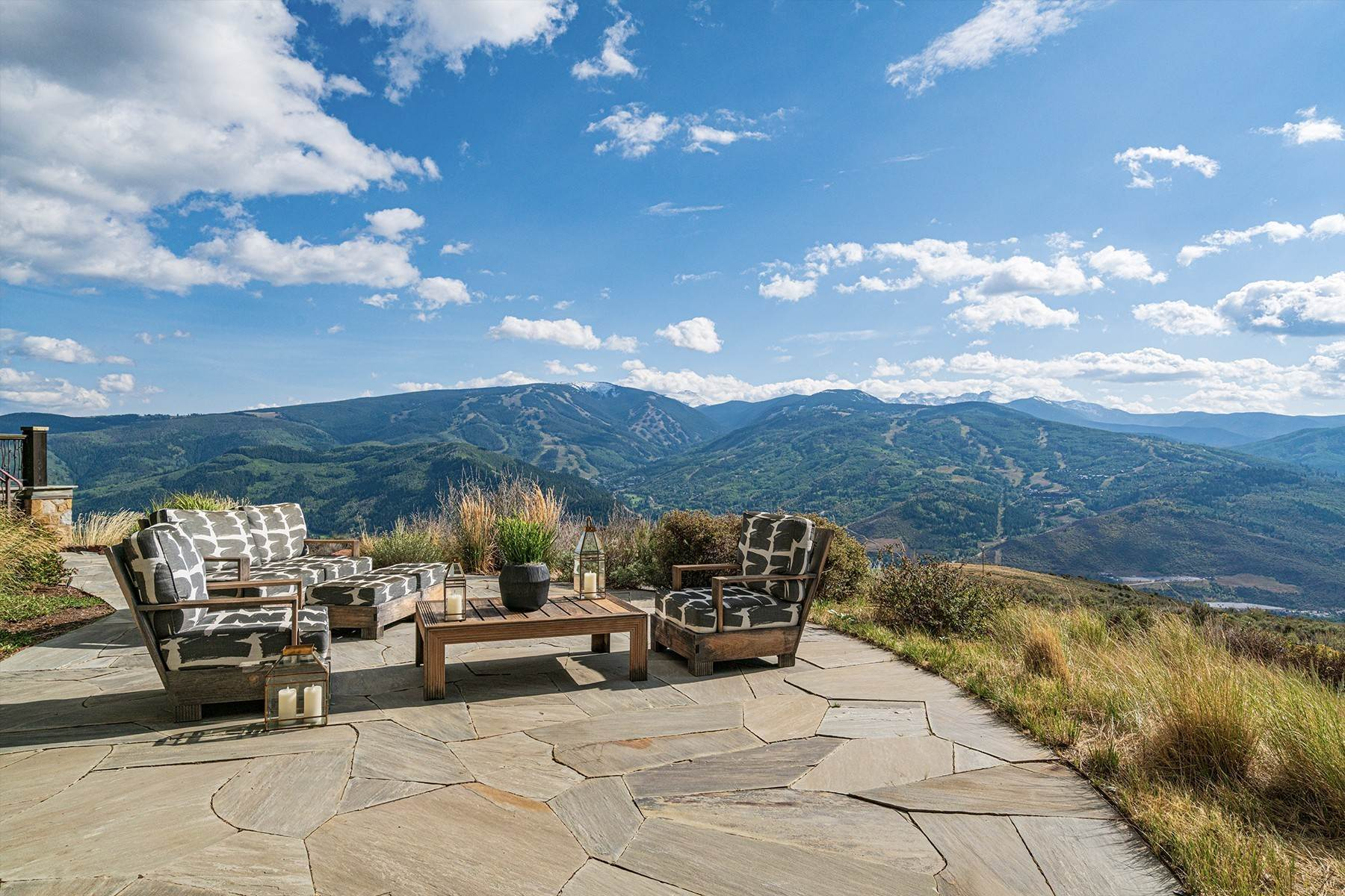 15. Single Family Homes for Active at Modern Mountaintop Luxury with Spectacular Views 587 Paintbrush Avon, Colorado 81620 United States