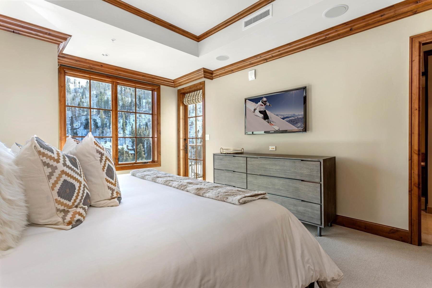 14. Condominiums for Active at The Ritz-Carlton Residences R-517 728 West Lionshead Circle R-517 Vail, Colorado 81657 United States