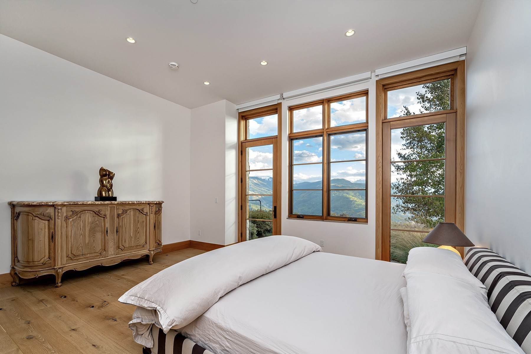 27. Single Family Homes for Active at Modern Mountaintop Luxury with Spectacular Views 587 Paintbrush Avon, Colorado 81620 United States