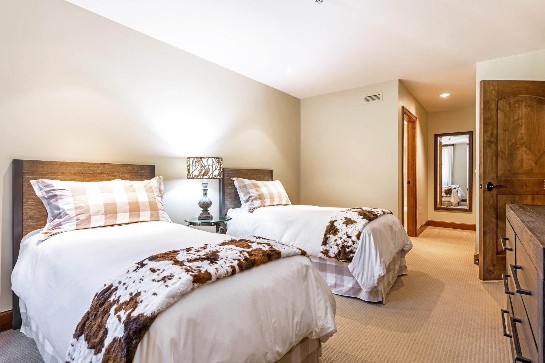 23. Condominiums for Active at The Ritz-Carlton Residences R-517 728 West Lionshead Circle R-517 Vail, Colorado 81657 United States