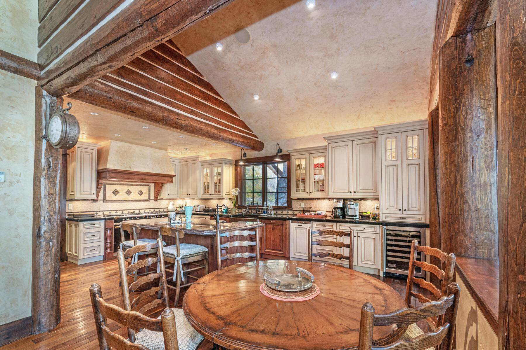 24. Single Family Homes for Active at Ski-in, ski-out residence with panoramic views 602 Bachelor Ridge Road Beaver Creek, Colorado 81620 United States