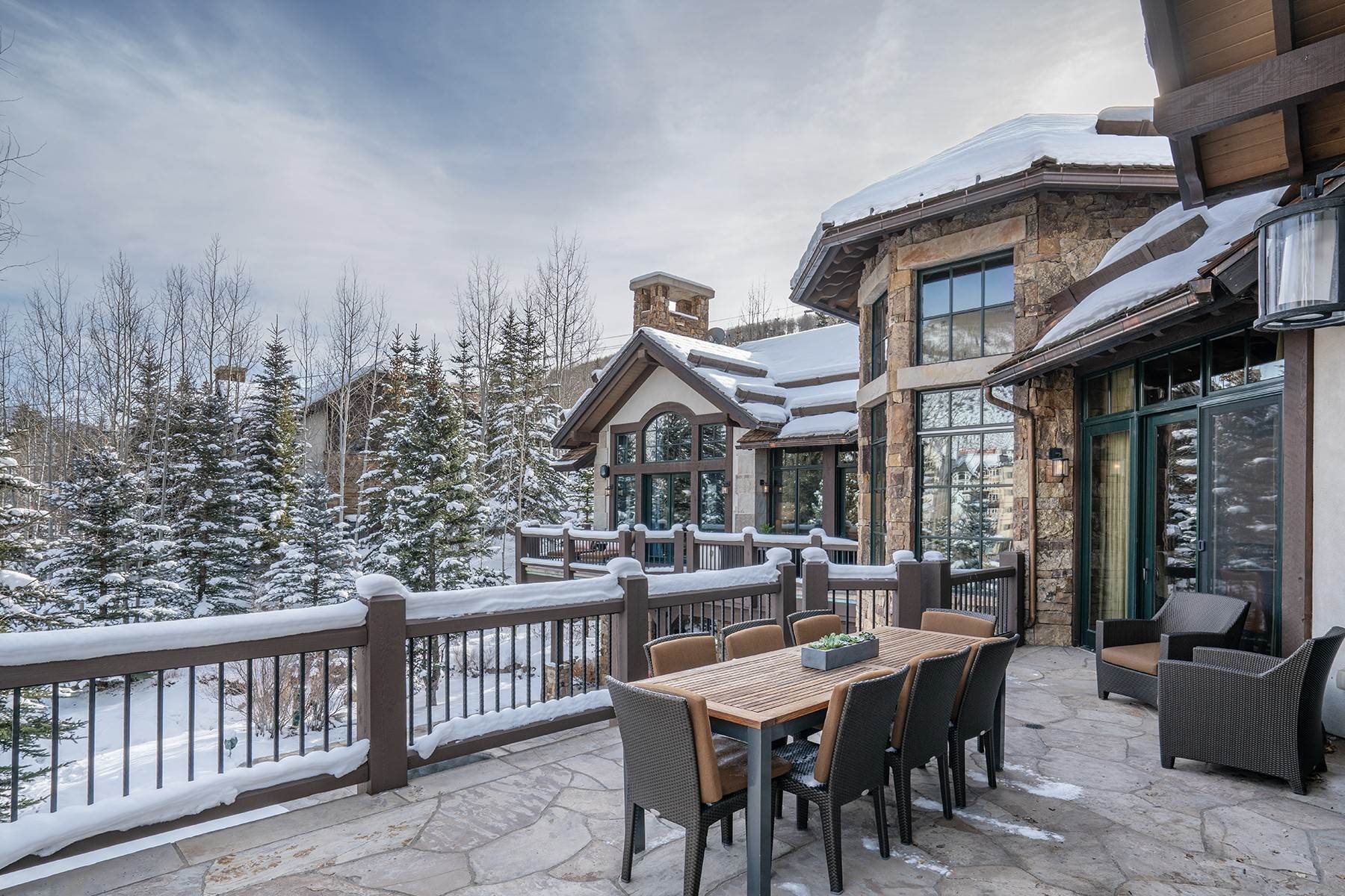 13. Single Family Homes for Active at Coveted Ski-In/Ski-Out in Vail 615 Forest Place Vail, Colorado 81657 United States