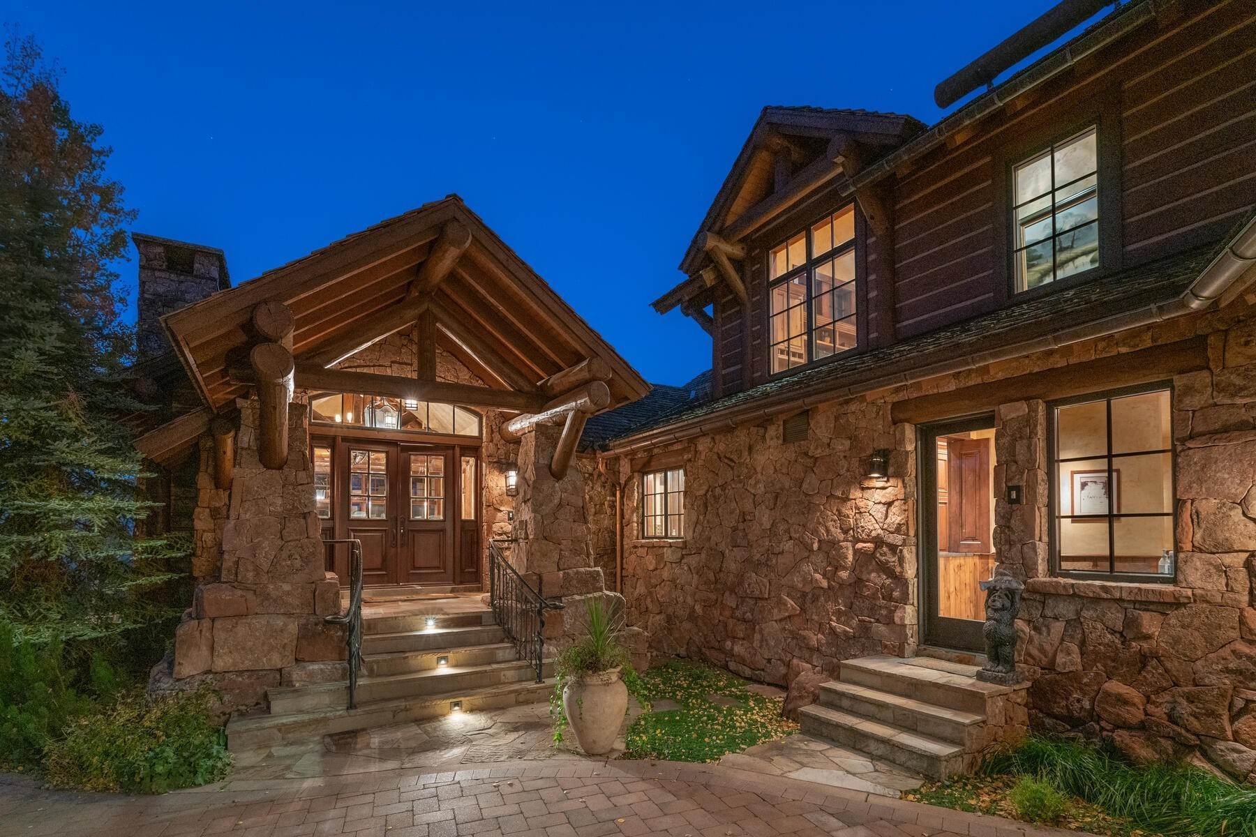3. Single Family Homes for Active at Ski-in, ski-out residence with panoramic views 602 Bachelor Ridge Road Beaver Creek, Colorado 81620 United States