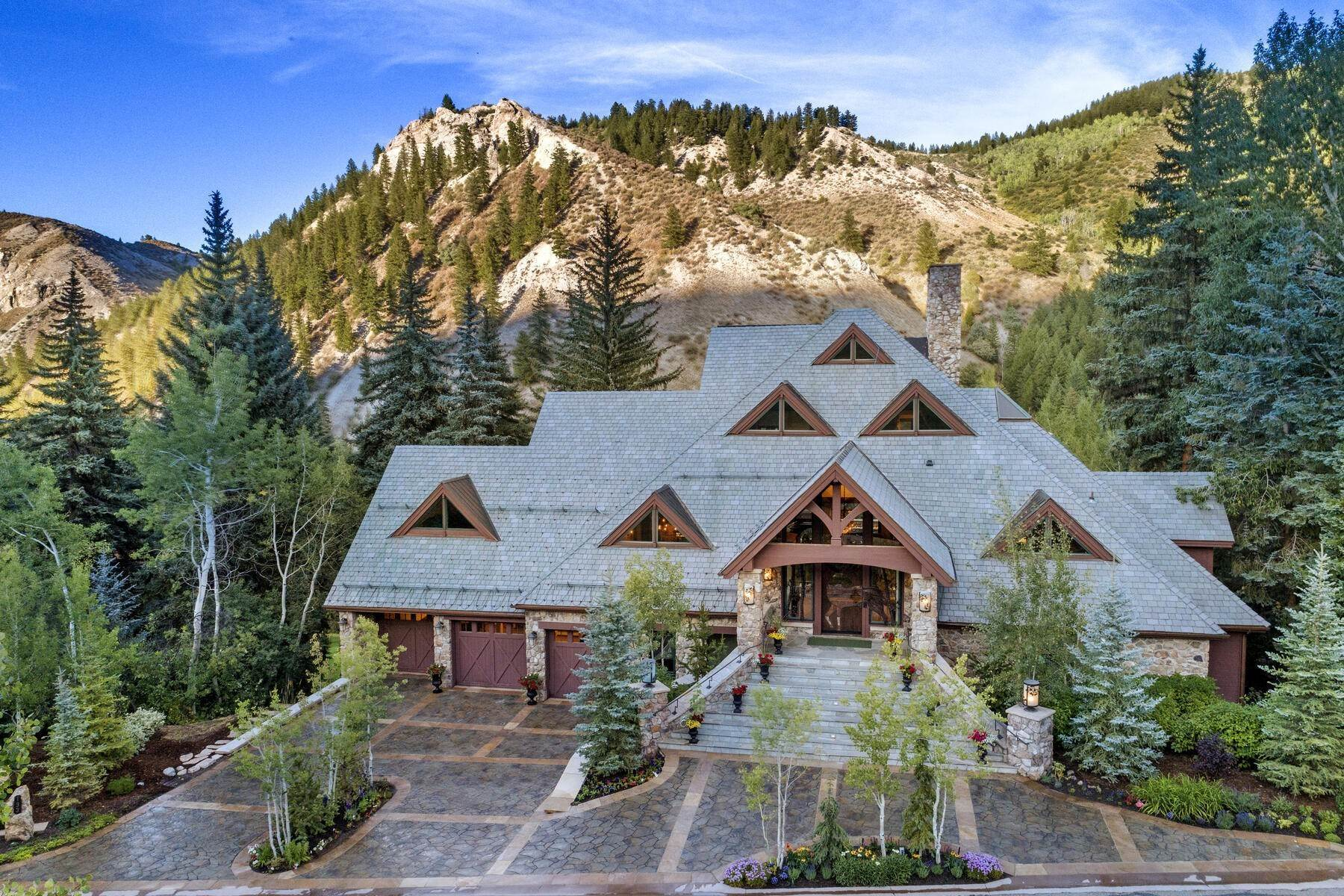Single Family Homes for Active at A stunning and totally renovated family residence 133 South Fairway Drive Beaver Creek, Colorado 81620 United States