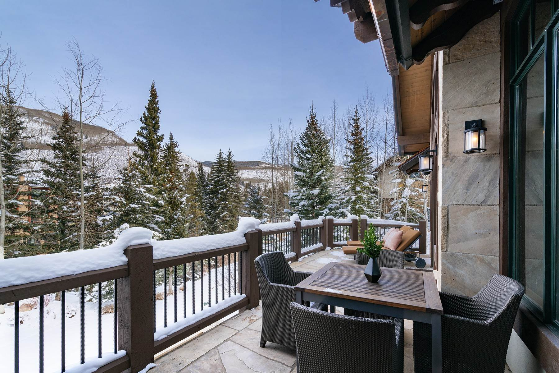 14. Single Family Homes for Active at Coveted Ski-In/Ski-Out in Vail 615 Forest Place Vail, Colorado 81657 United States