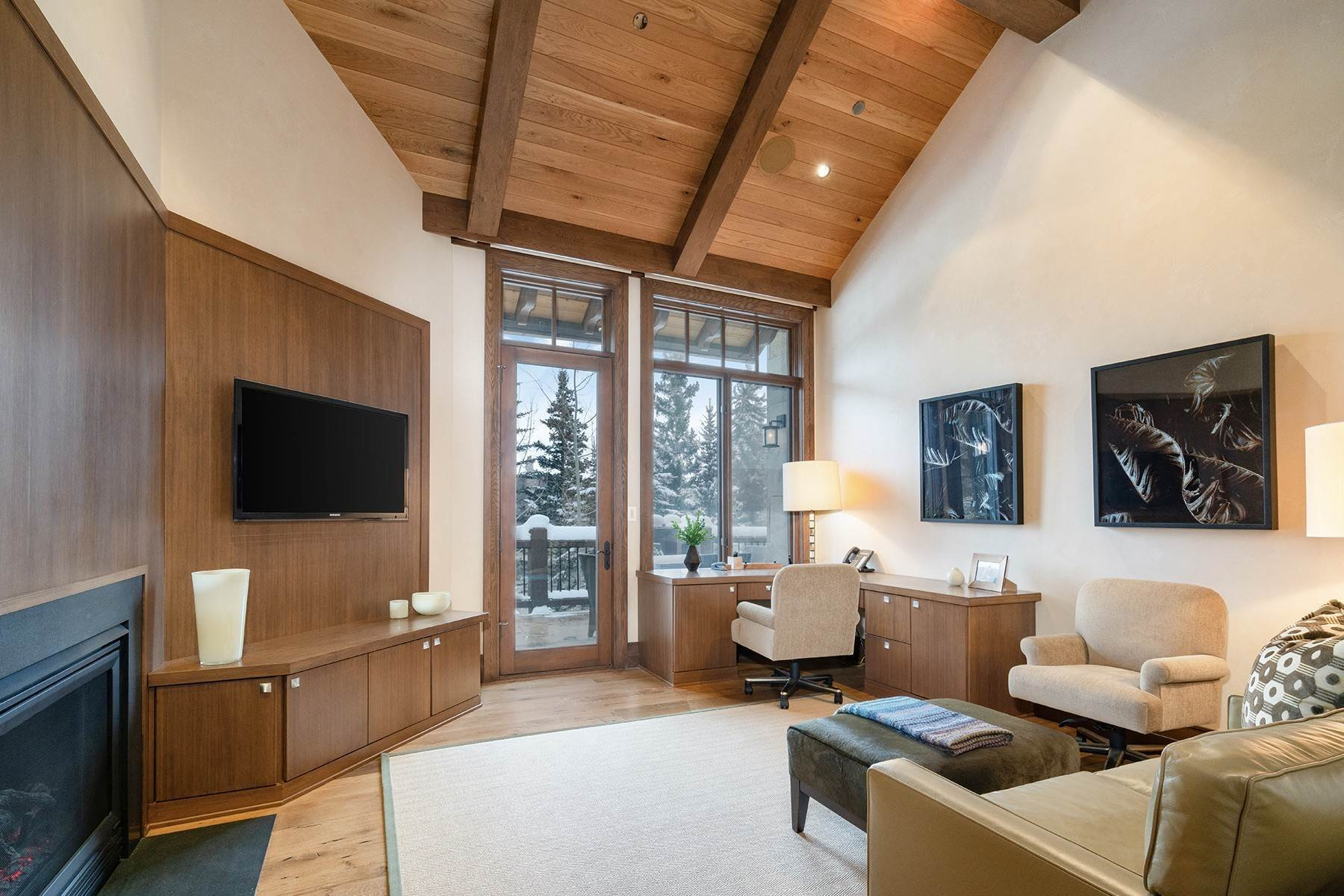 15. Single Family Homes for Active at Coveted Ski-In/Ski-Out in Vail 615 Forest Place Vail, Colorado 81657 United States