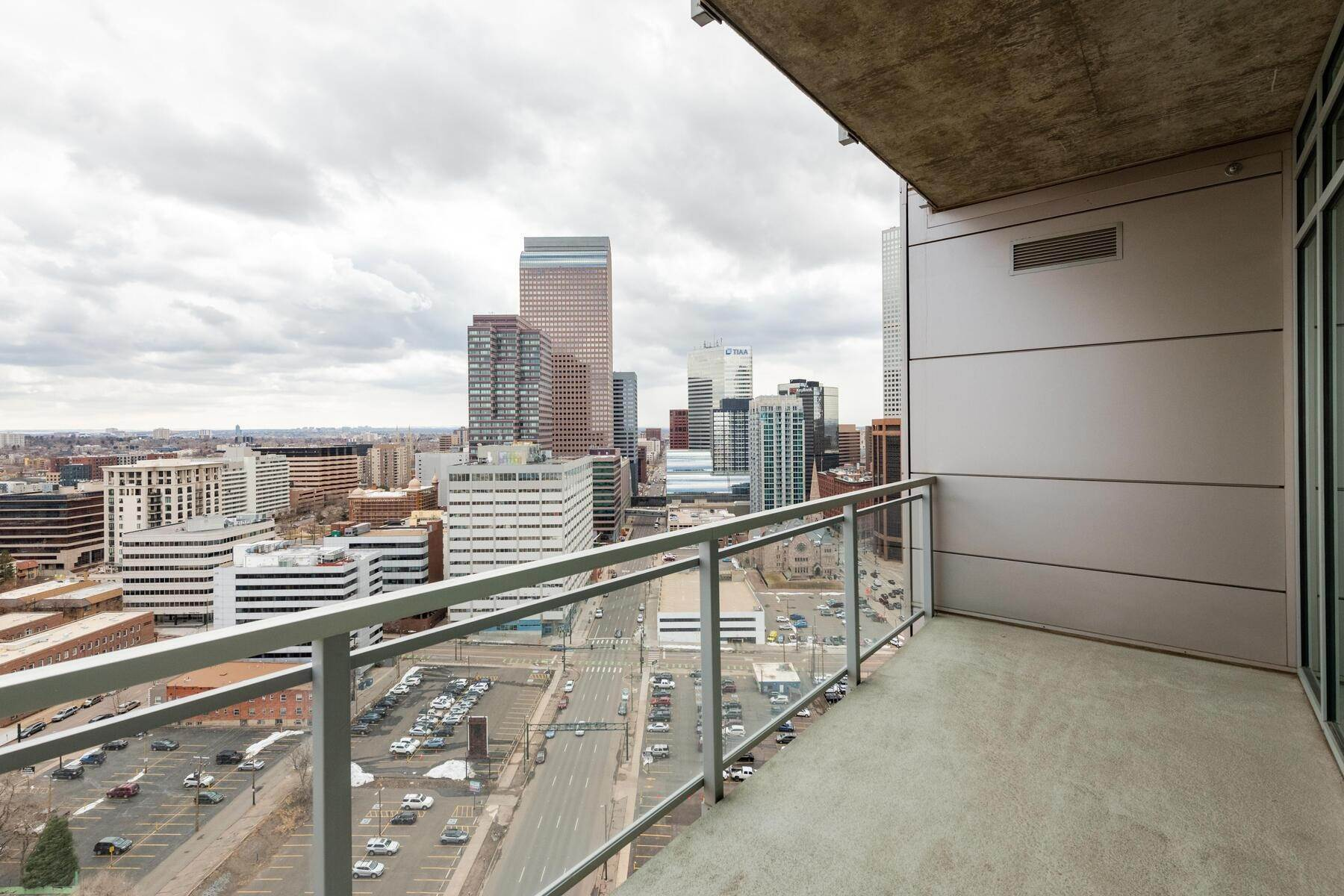 14. Condominiums at Renovated With Sleek Design 2001 Lincoln Street unit #2122 Denver, Colorado 80202 United States