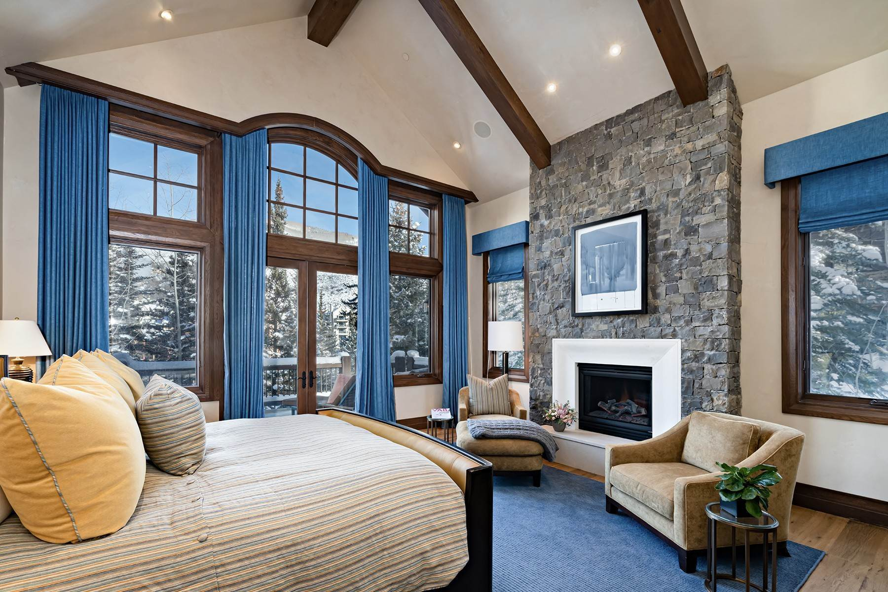 16. Single Family Homes for Active at Coveted Ski-In/Ski-Out in Vail 615 Forest Place Vail, Colorado 81657 United States