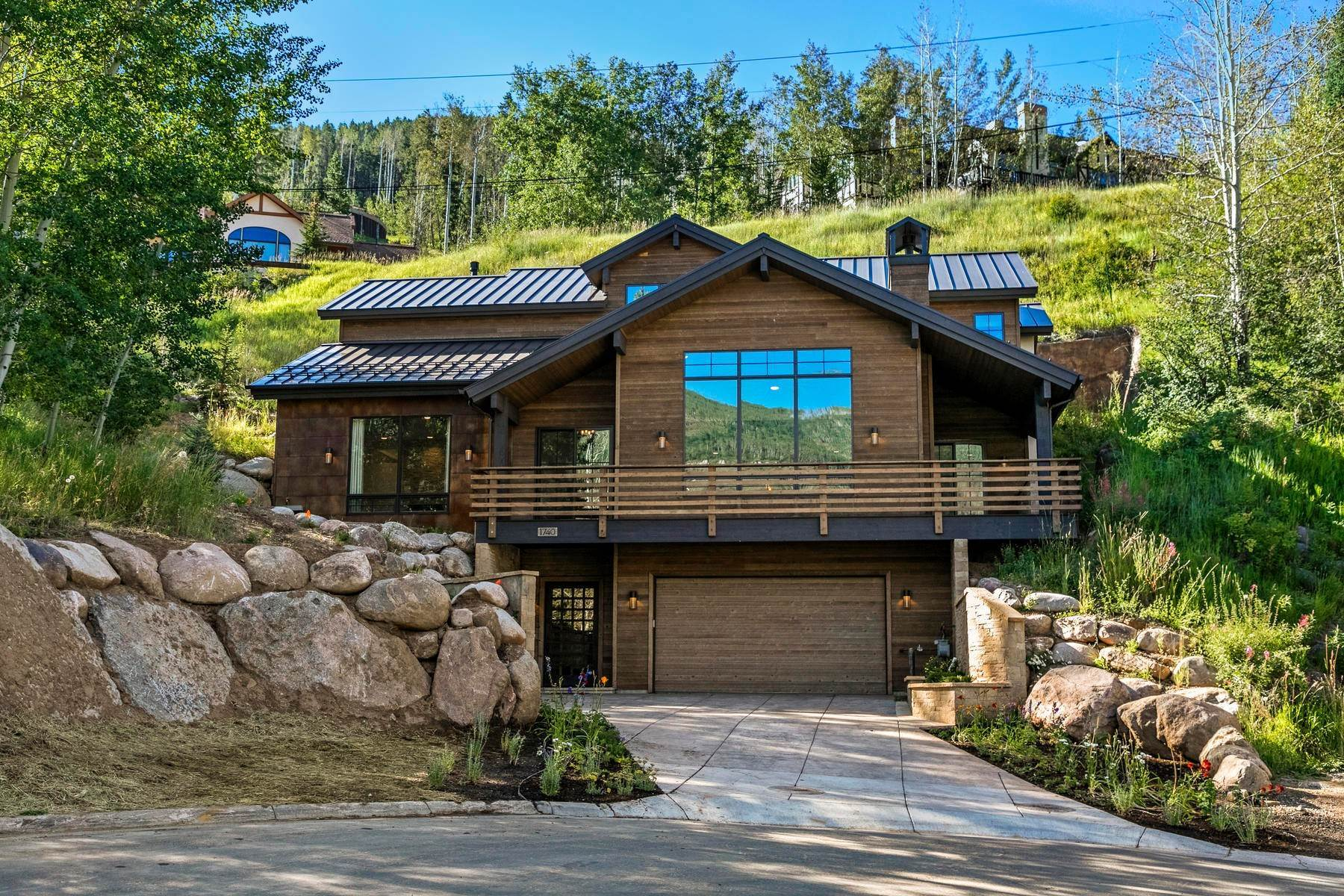 Single Family Homes for Active at Fantastic four-bedroom single family residence 1740 Sierra Trail Vail, Colorado 81657 United States