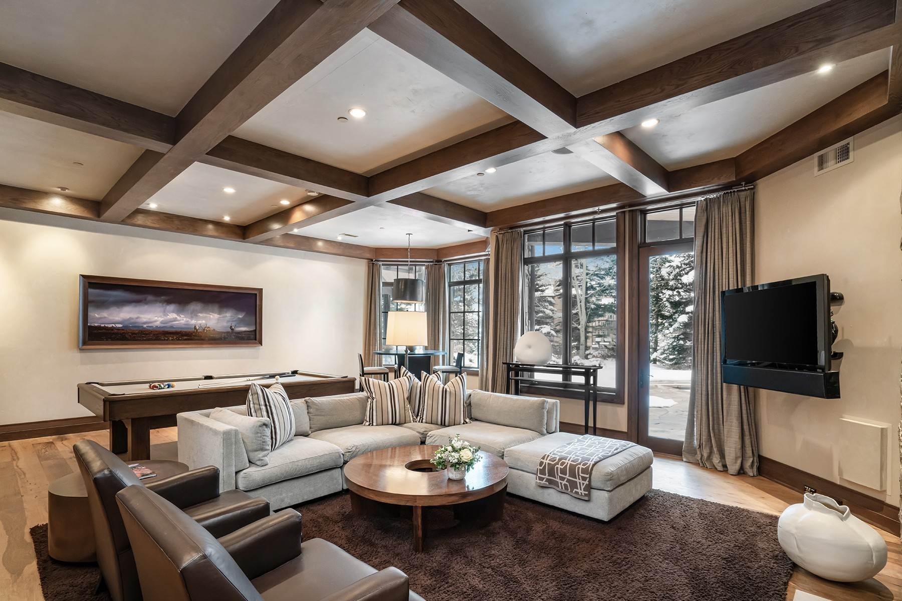 20. Single Family Homes for Active at Coveted Ski-In/Ski-Out in Vail 615 Forest Place Vail, Colorado 81657 United States