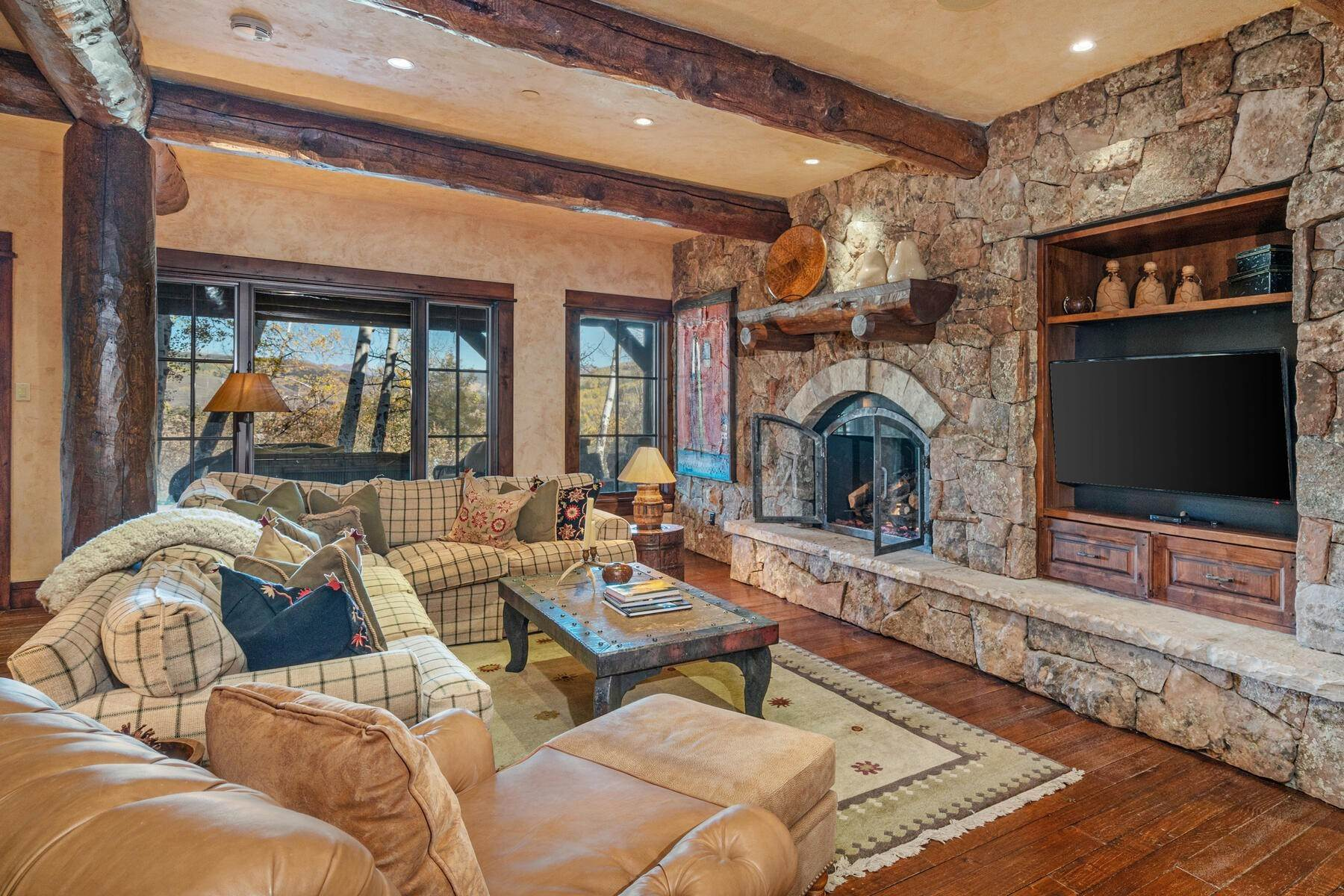 37. Single Family Homes for Active at Ski-in, ski-out residence with panoramic views 602 Bachelor Ridge Road Beaver Creek, Colorado 81620 United States