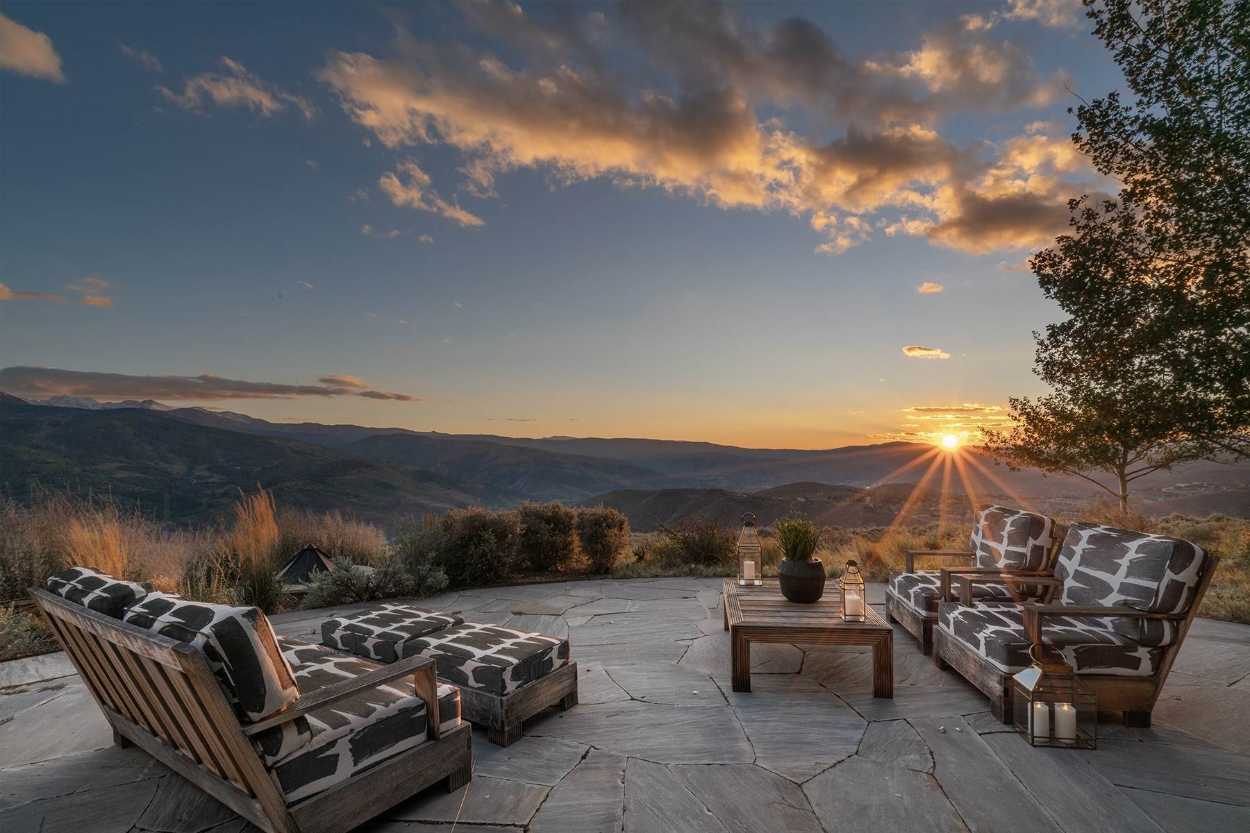 16. Single Family Homes for Active at Modern Mountaintop Luxury with Spectacular Views 587 Paintbrush Avon, Colorado 81620 United States
