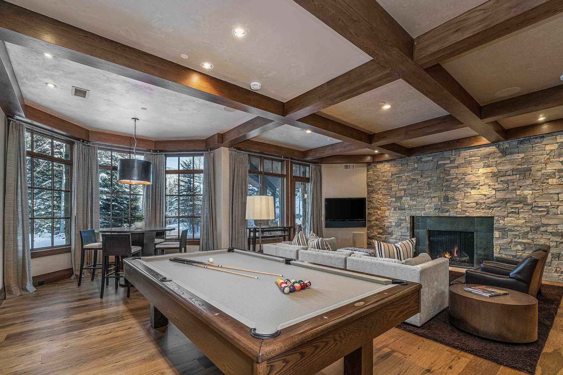 19. Single Family Homes for Active at Coveted Ski-In/Ski-Out in Vail 615 Forest Place Vail, Colorado 81657 United States