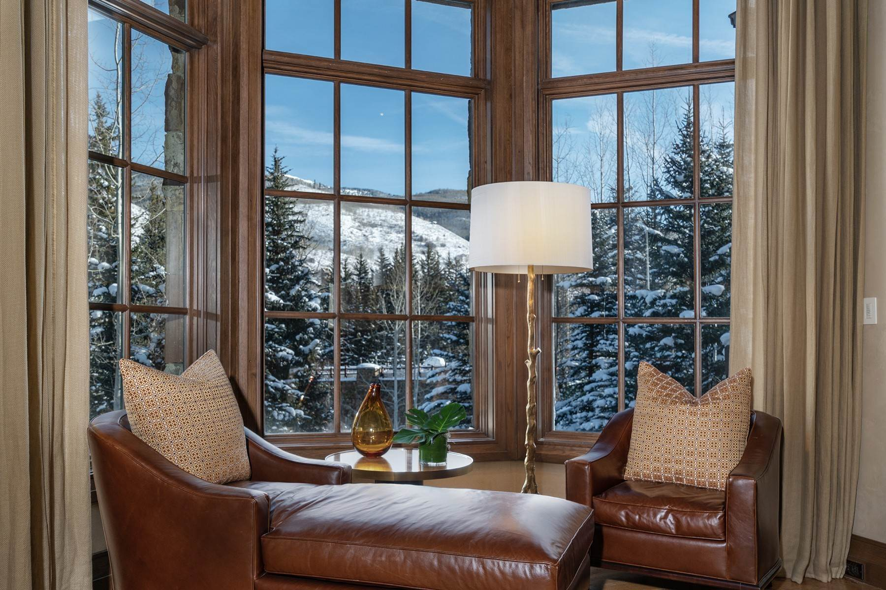 7. Single Family Homes for Active at Coveted Ski-In/Ski-Out in Vail 615 Forest Place Vail, Colorado 81657 United States