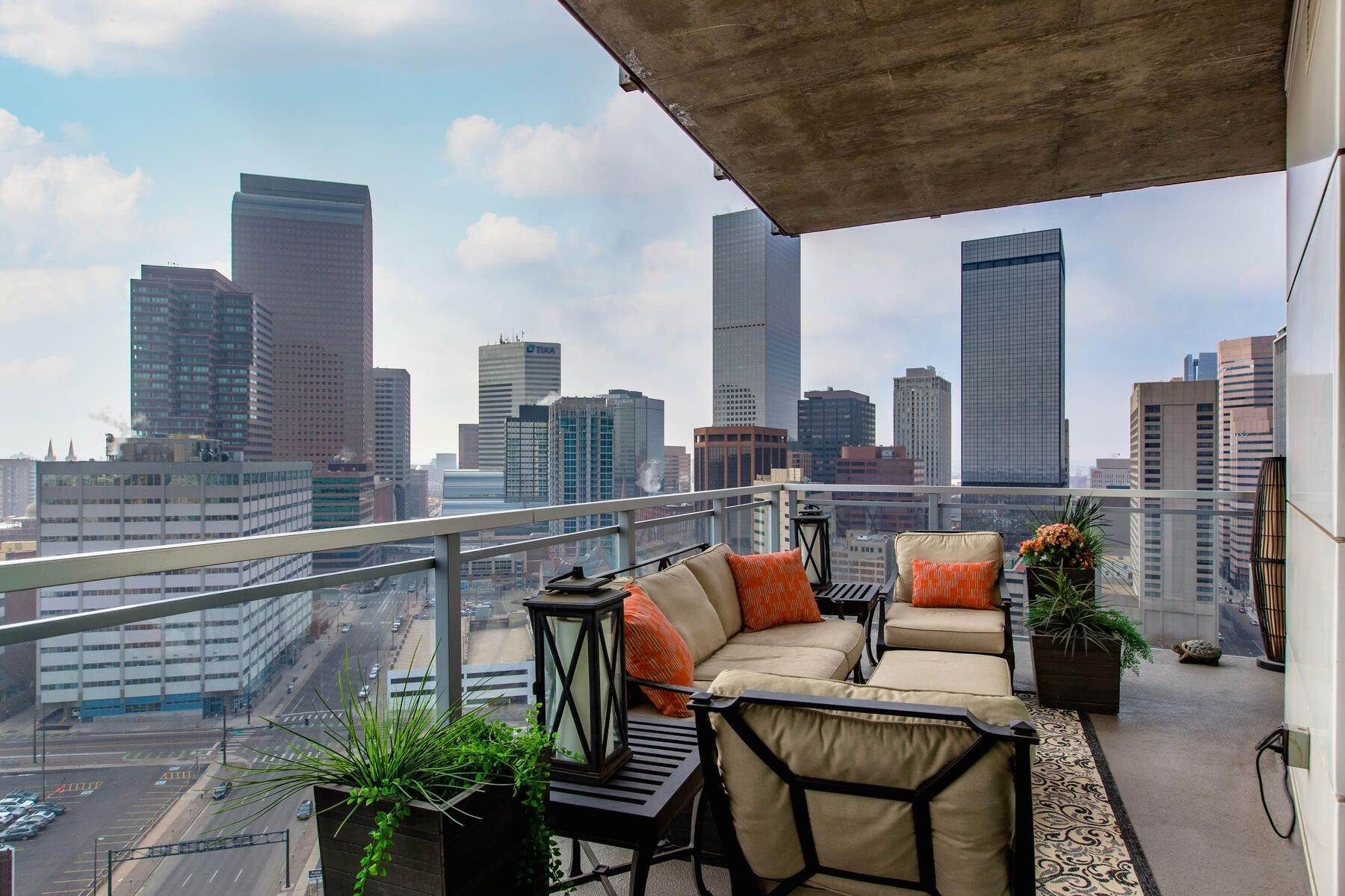 17. Condominiums for Active at Turn Key Condo! 2001 Lincoln Street, Unit# 1810 Denver, Colorado 80202 United States
