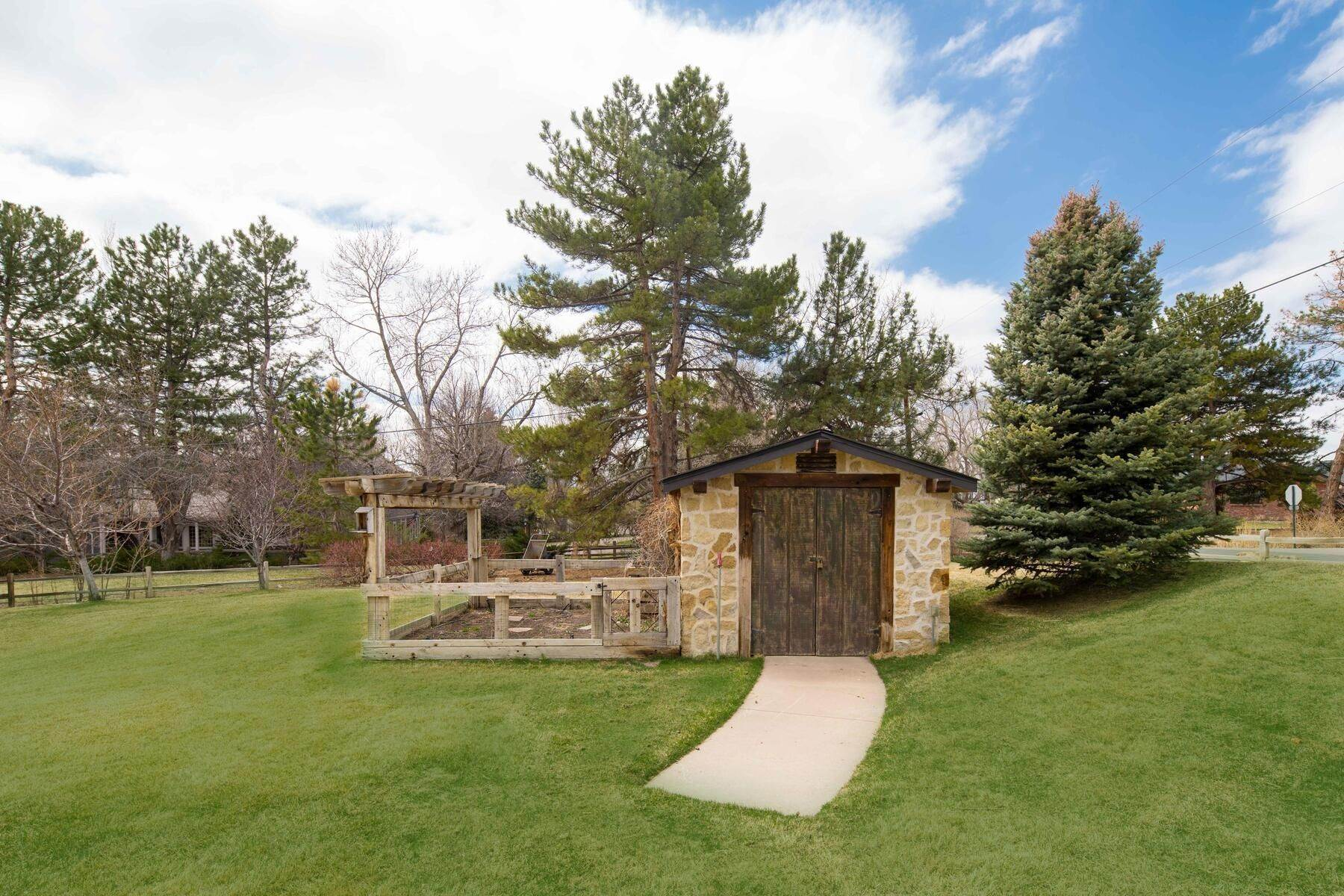 37. Single Family Homes for Active at 6156 E Powers Avenue, Greenwood Village, Co, 80111 6156 E Powers Avenue Greenwood Village, Colorado 80111 United States
