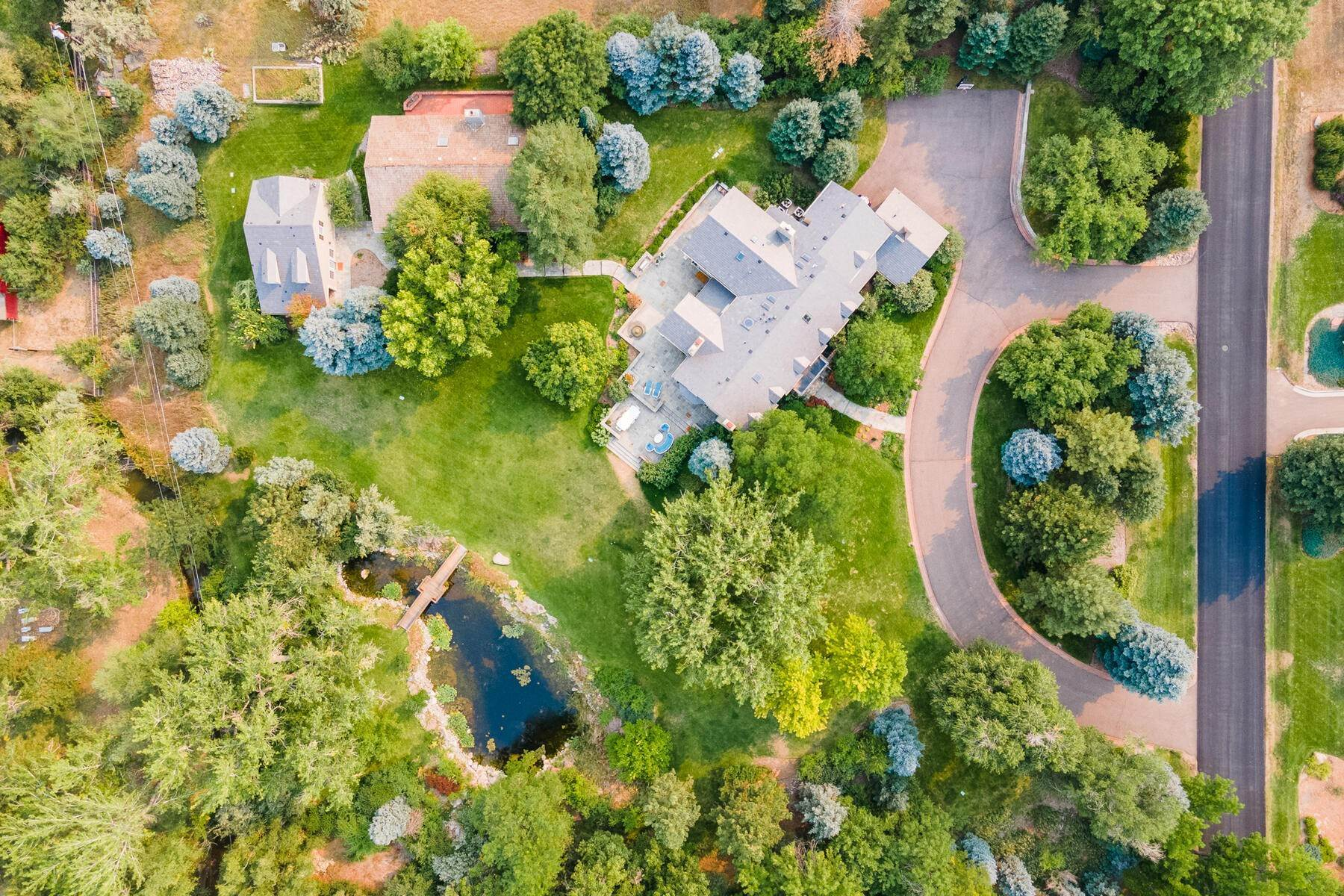 37. Single Family Homes for Active at Rare, Spectacular 2.8 Acre Estate in Old Cherry Hills Village 4420 S Franklin Street Englewood, Colorado 80113 United States