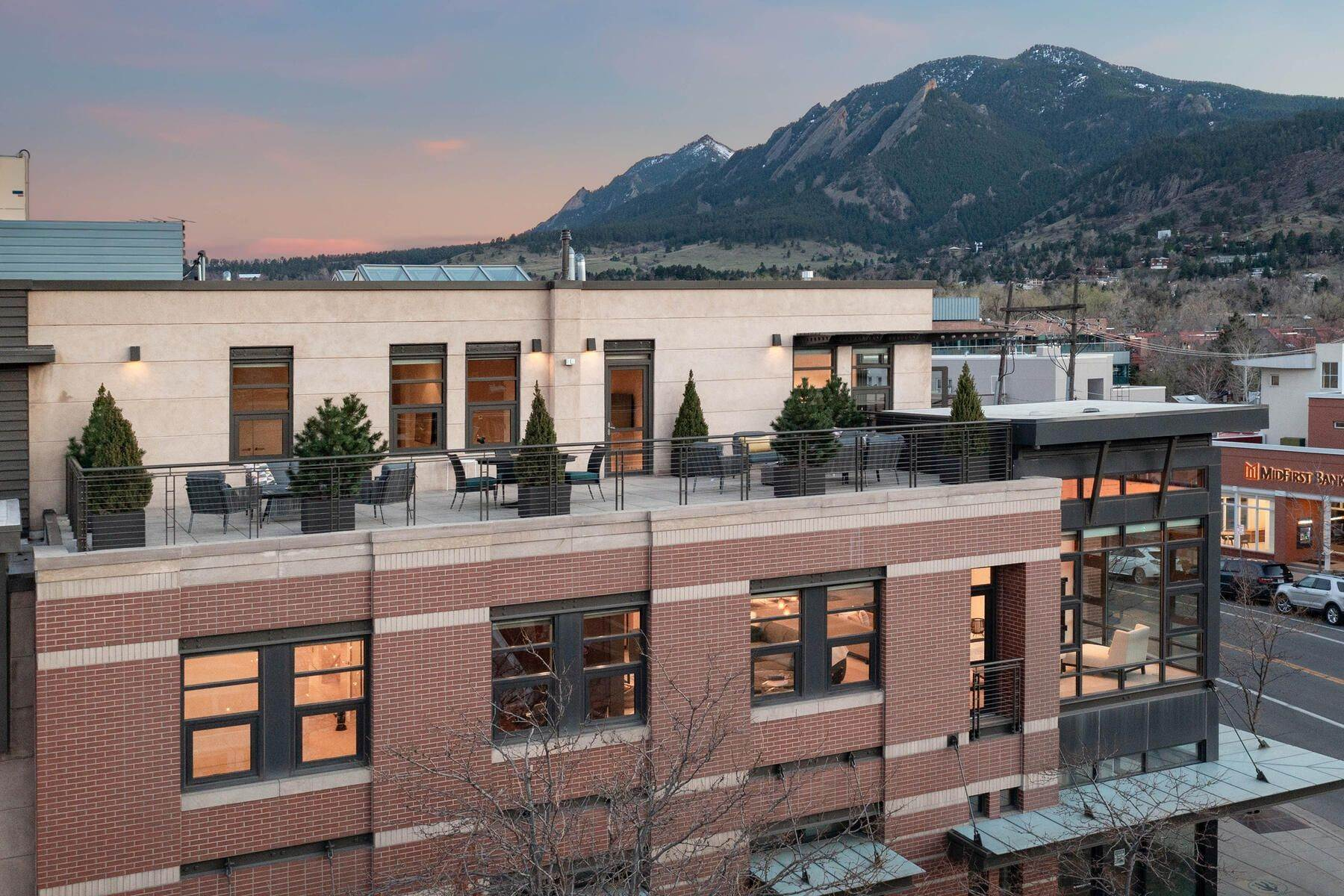 Condominiums for Active at 900 Pearl Street 207, Boulder, CO, 80302 900 Pearl Street, 207 Boulder, Colorado 80302 United States