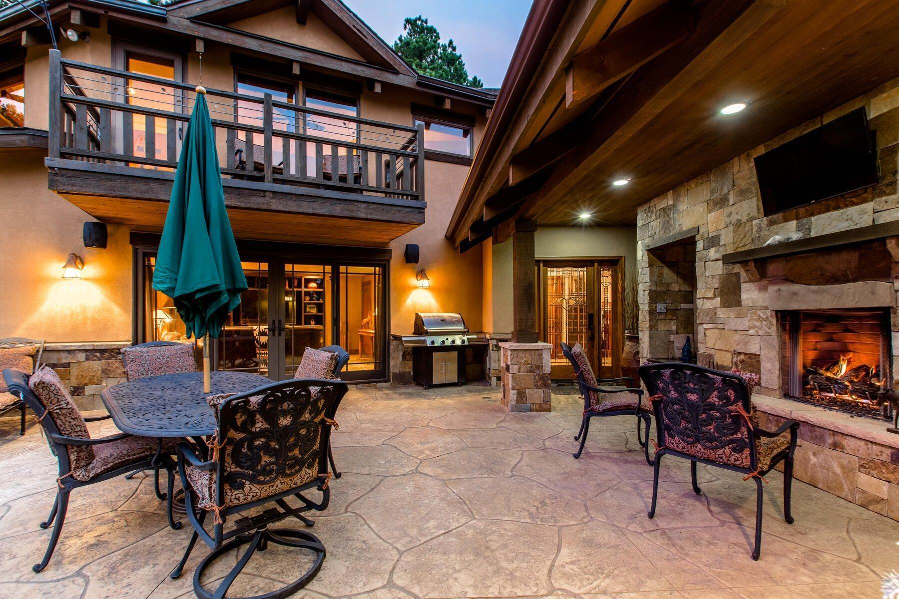 23. Single Family Homes for Active at Luxury Mountain Home with Endless Mountain Views & Ample Outdoor Living Spaces 34814 West Meadow Road Evergreen, Colorado 80439 United States