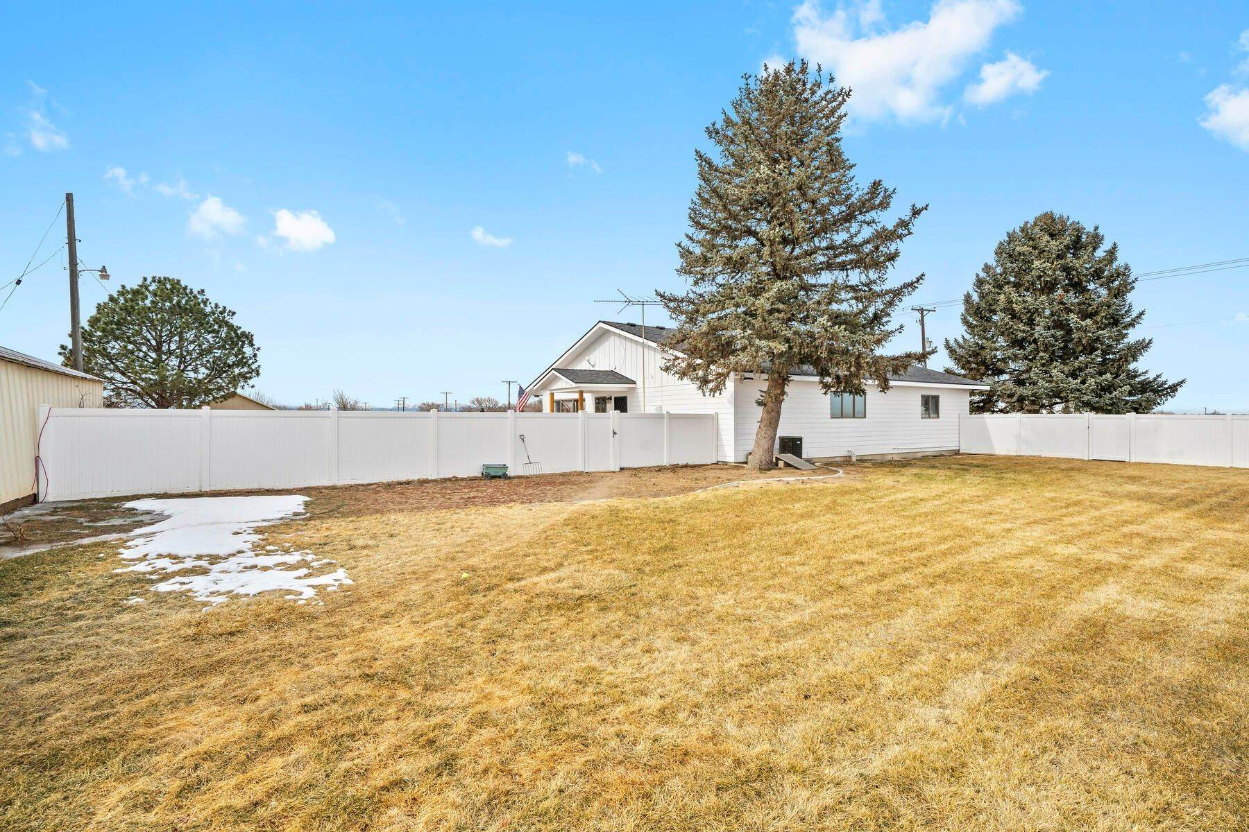 33. Single Family Homes for Active at Colorado Farmhouse of Your Dreams Nestled on Just Over Two Acres 15614 County Road 42 La Salle, Colorado 80645 United States