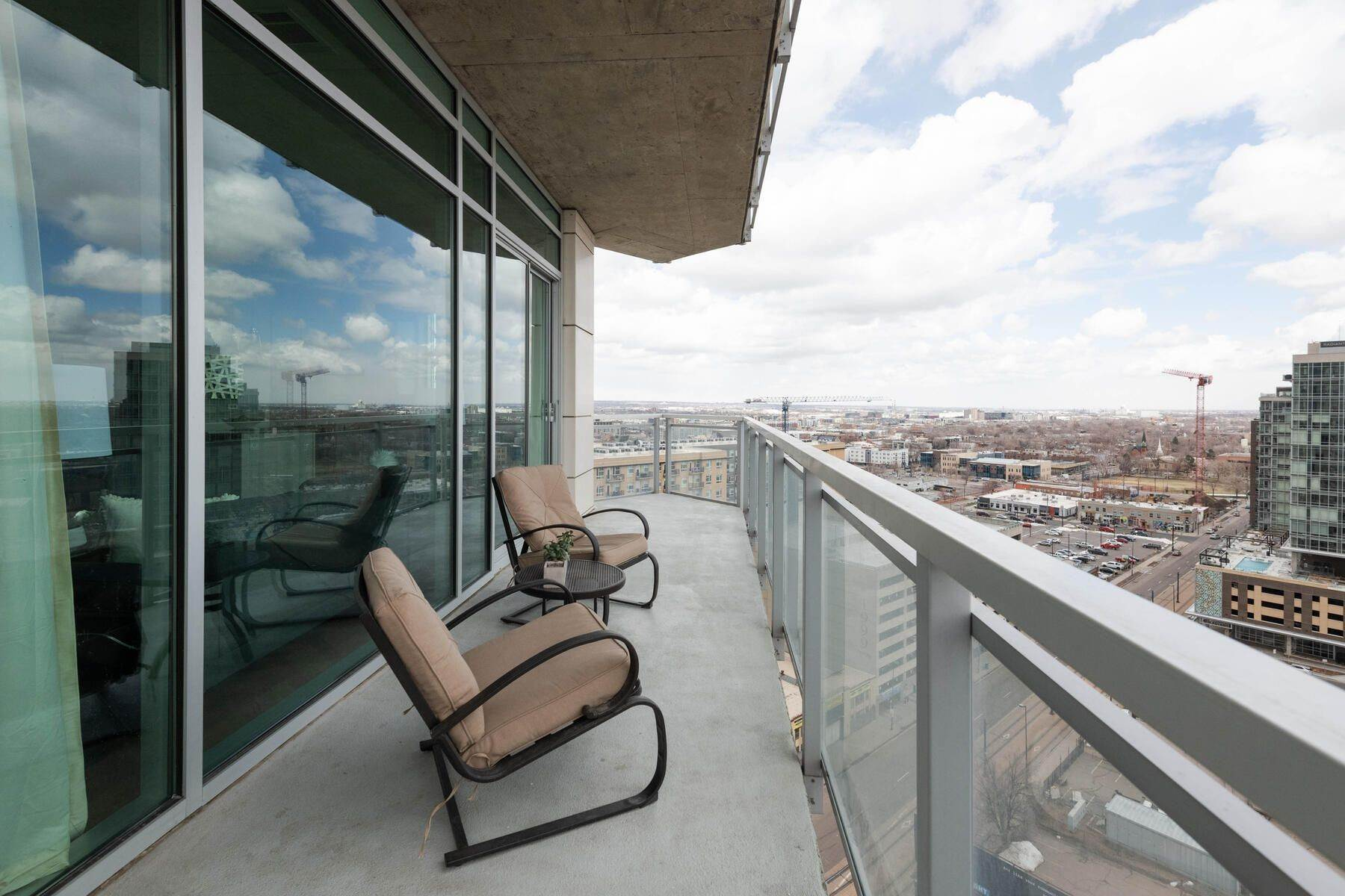 21. Condominiums for Active at Elegant design meets Relaxation! 2001 Lincoln Street, Unit# 1622 Denver, Colorado 80202 United States