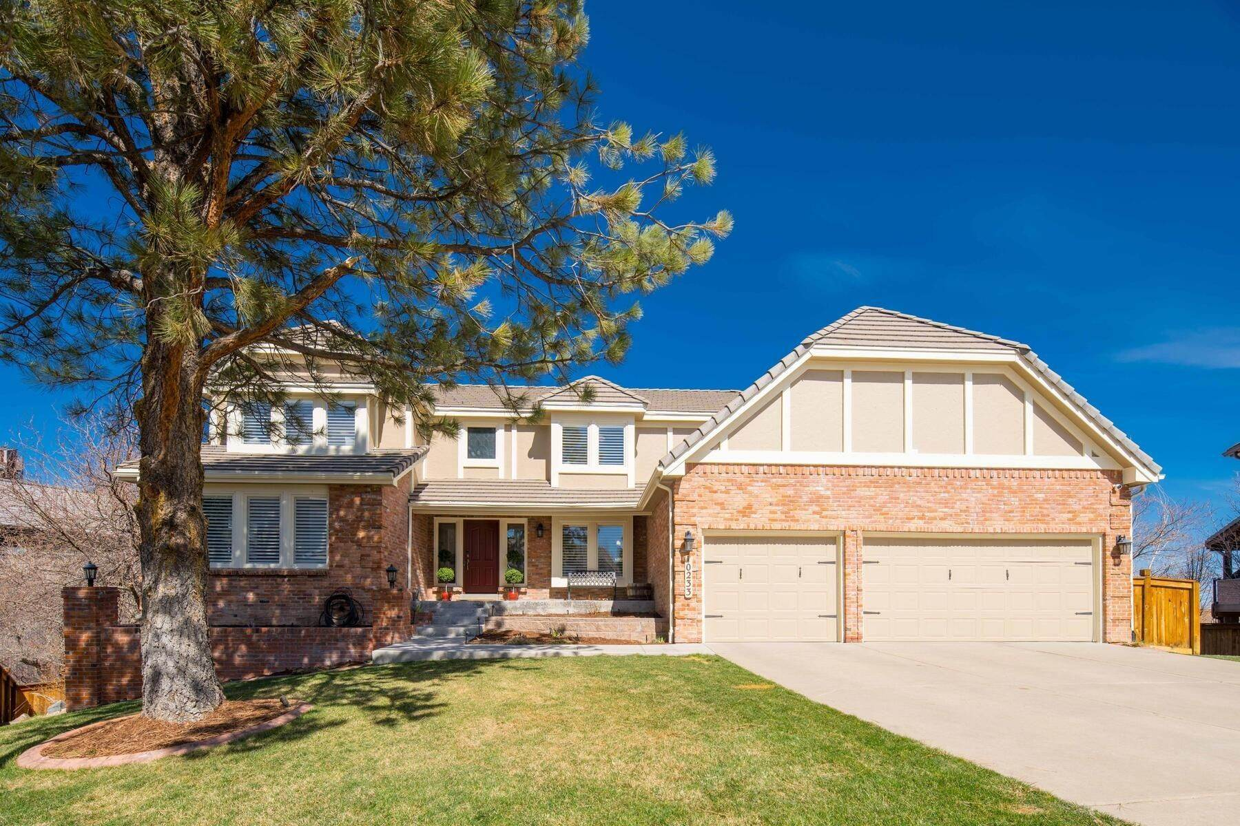 Single Family Homes for Active at Distinctive Two Story Home Overlooking Cherry Creek State Park! 10233 E Sheri Lane Englewood, Colorado 80111 United States