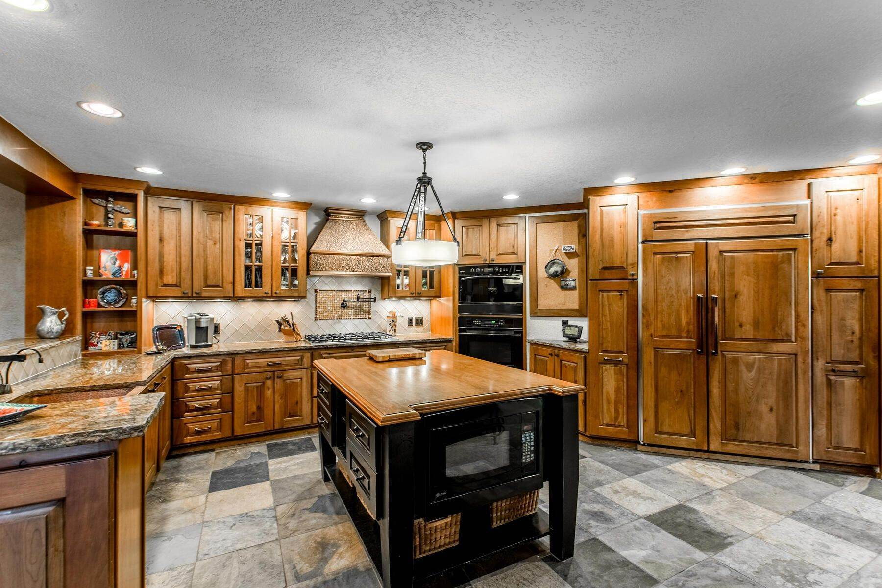 11. Single Family Homes for Active at Luxury Mountain Home with Endless Mountain Views & Ample Outdoor Living Spaces 34814 West Meadow Road Evergreen, Colorado 80439 United States