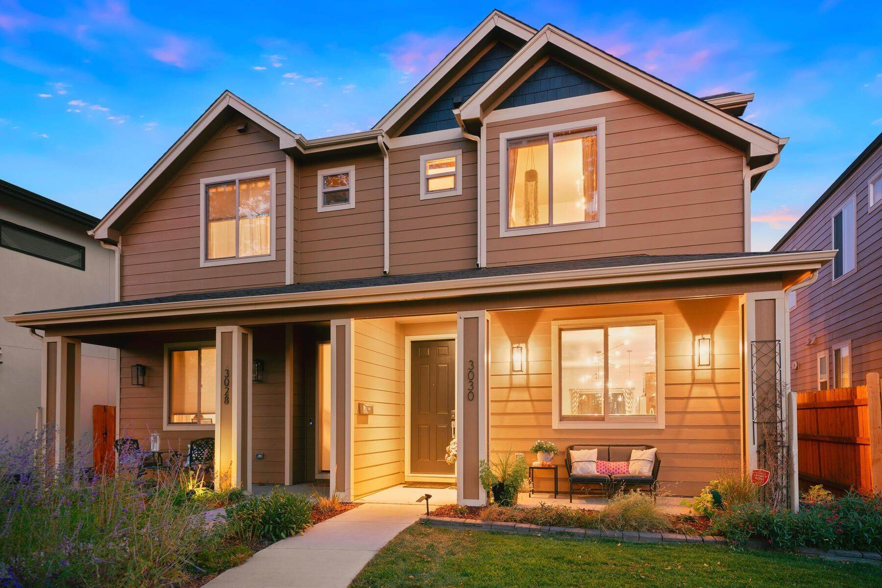 Multi-Family Homes for Active at Modern light and bright town home in hip Englewood location 3030 S Elati Street Englewood, Colorado 80110 United States