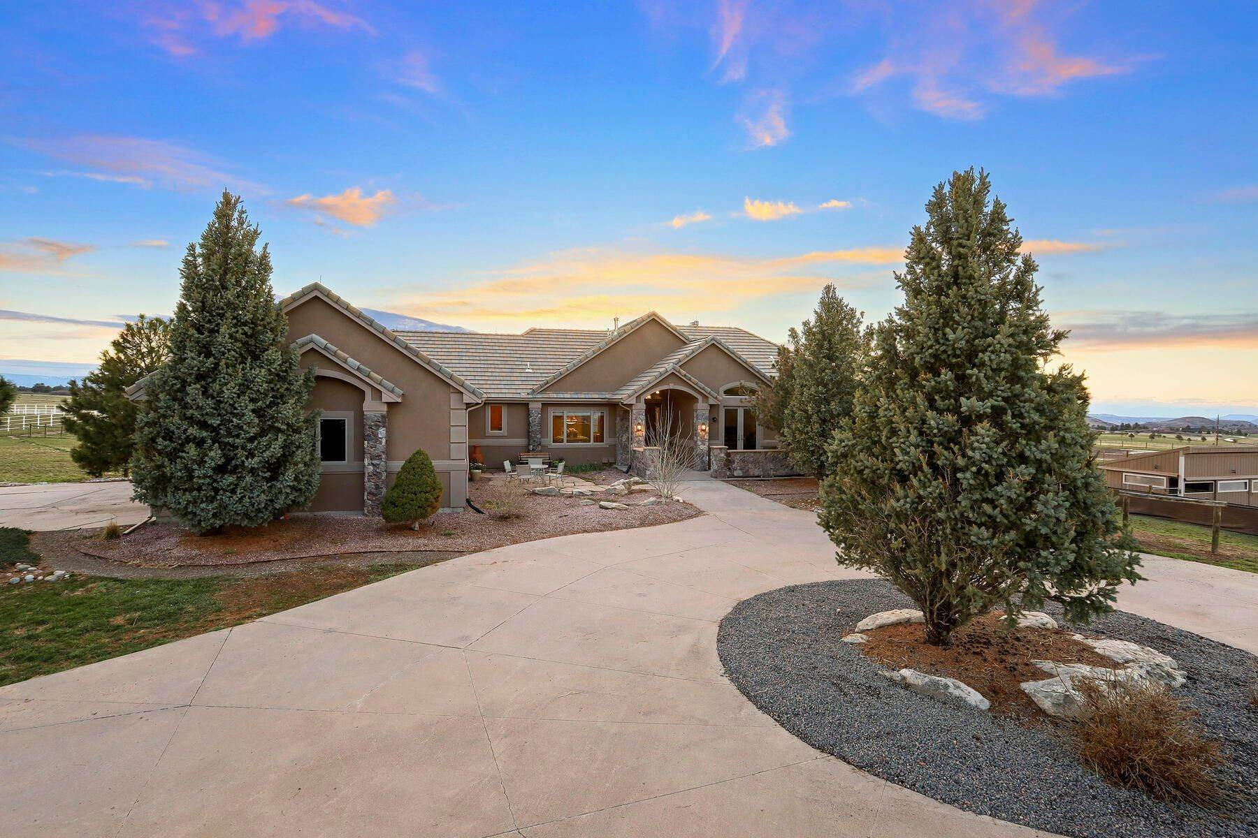 Single Family Homes for Active at 5219 Stone Canon Ranch Road, Castle Rock, Co, 80104 5219 Stone Canon Ranch Road Castle Rock, Colorado 80104 United States